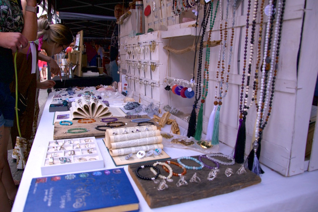 crystal shop makers market